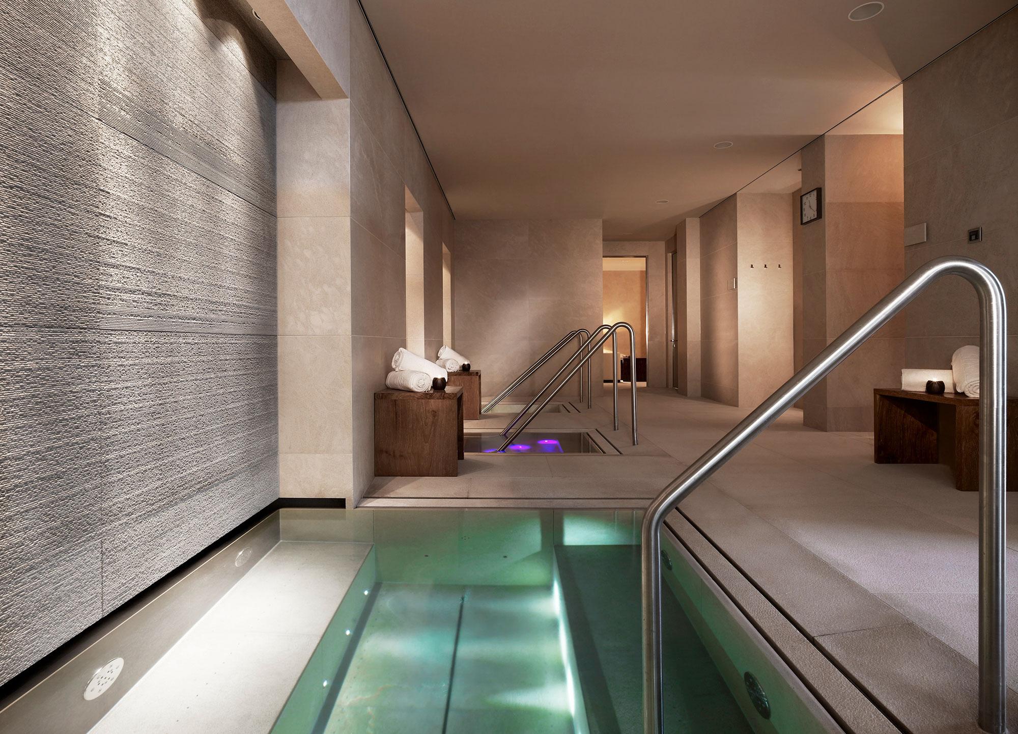 edle wellnessbereiche aus naturstein fliesen. Black Bedroom Furniture Sets. Home Design Ideas
